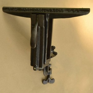 Front view of Disston 3D (sometimes called D3) saw vise.
